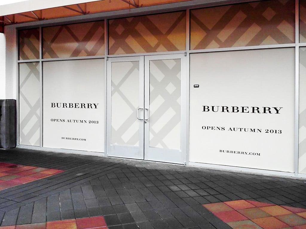 Burberry_LivermoreOutlets_122012_4-2-XL.jpg
